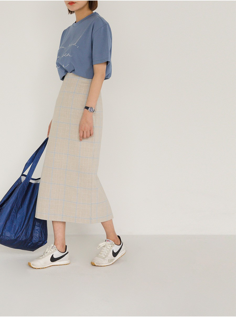 �Chân váy dài có kén dáng thế nào thì chỉ cần diện cùng 5 mẫu giày/dép này là đẹp mĩ mãn - Ảnh 13.