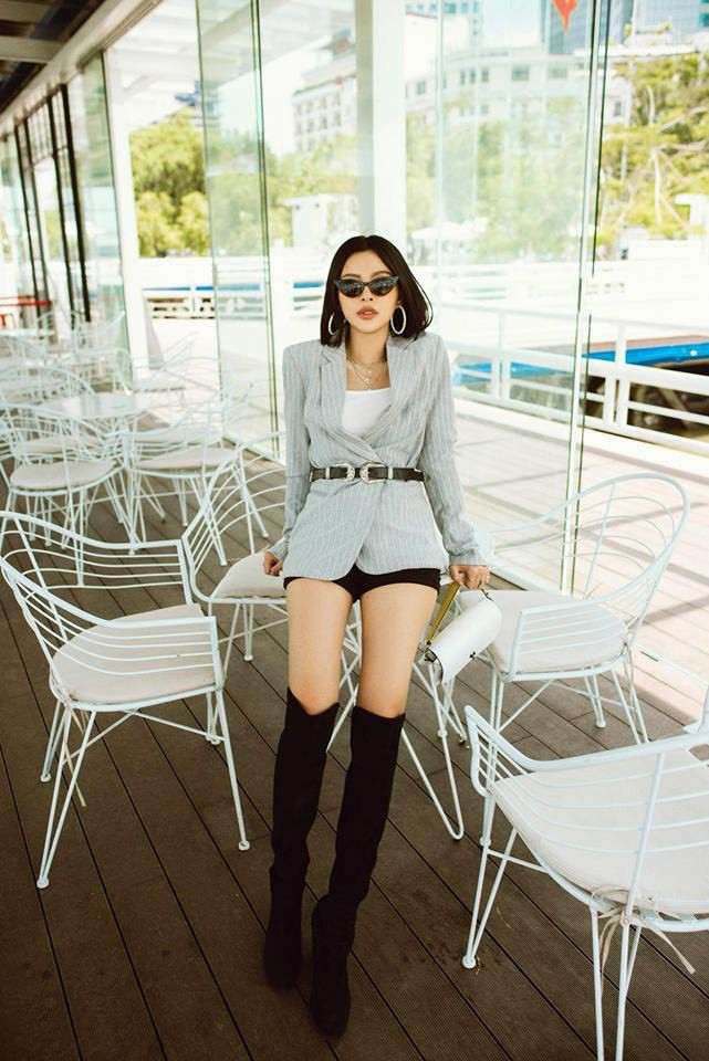 Street style sao Việt tuần này: Hà Hồ - Minh Tú đụng độ ngay thiết kế áo phông trắng giá 300 ngàn - Ảnh 11.