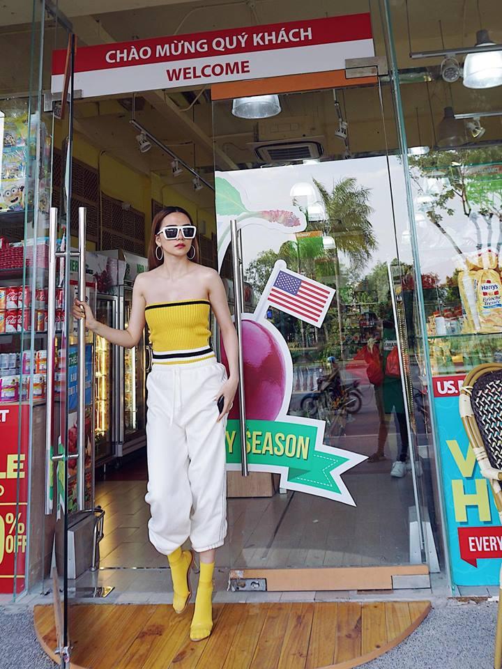 Street style sao Việt tuần này: Hà Hồ - Minh Tú đụng độ ngay thiết kế áo phông trắng giá 300 ngàn - Ảnh 16.