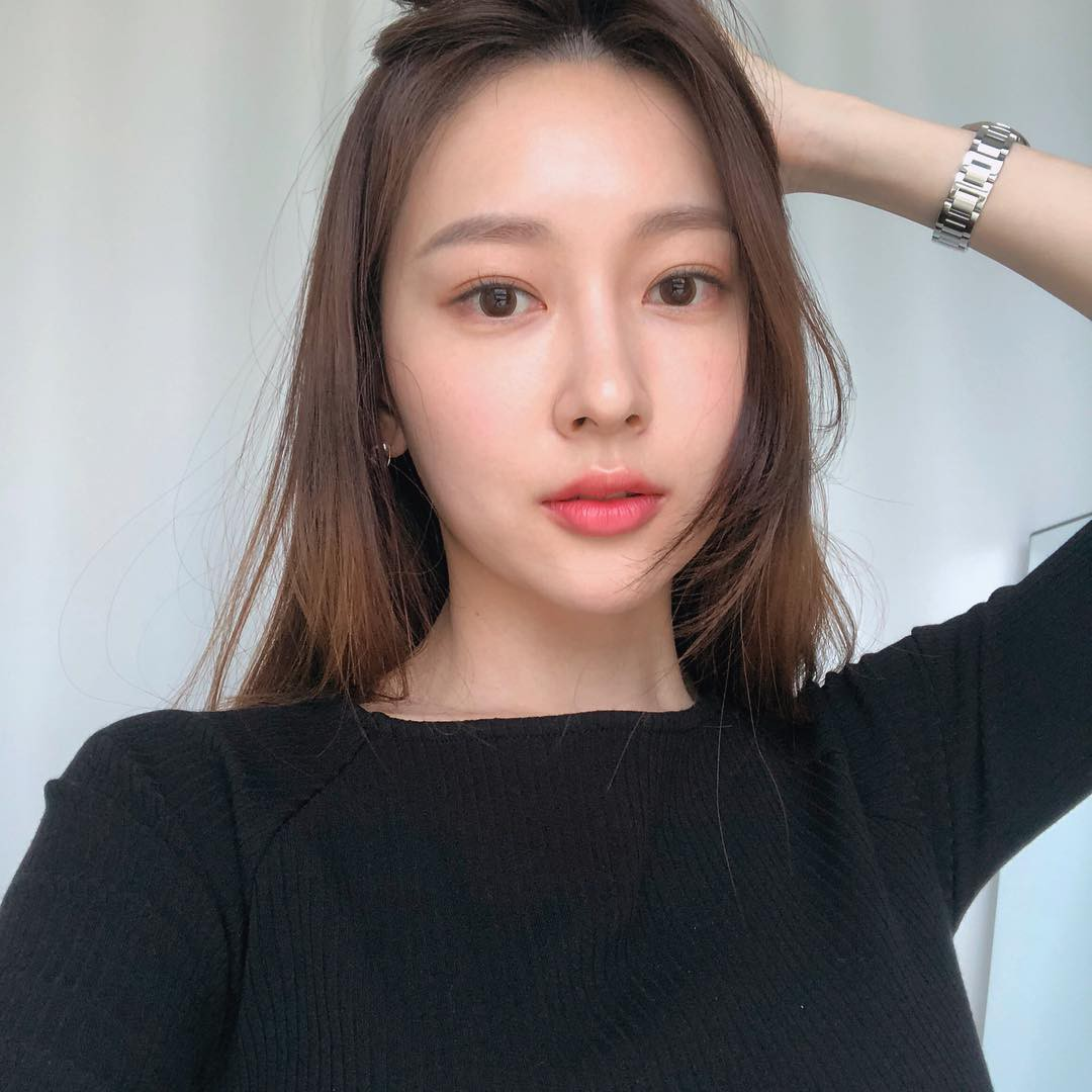 Phụ nữ Hàn luôn duy trì được làn da khỏe đẹp dù tuổi không còn trẻ nhờ 5 tips chống lão hóa này - Ảnh 1.