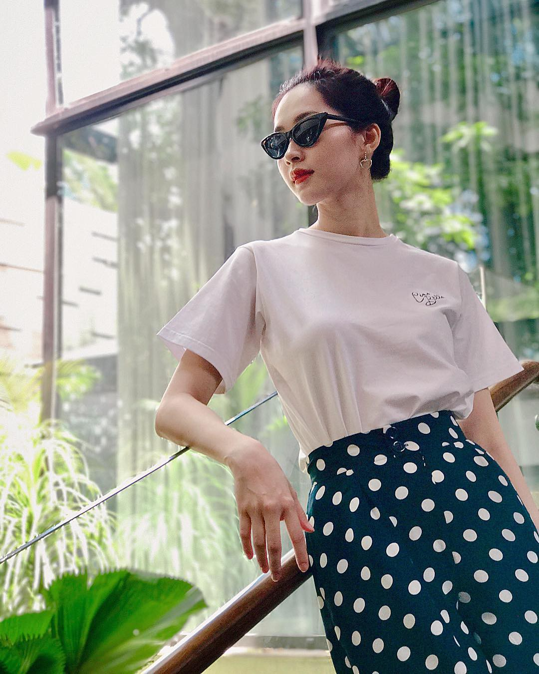 Street style sao Việt tuần này: Hà Hồ - Minh Tú đụng độ ngay thiết kế áo phông trắng giá 300 ngàn - Ảnh 6.