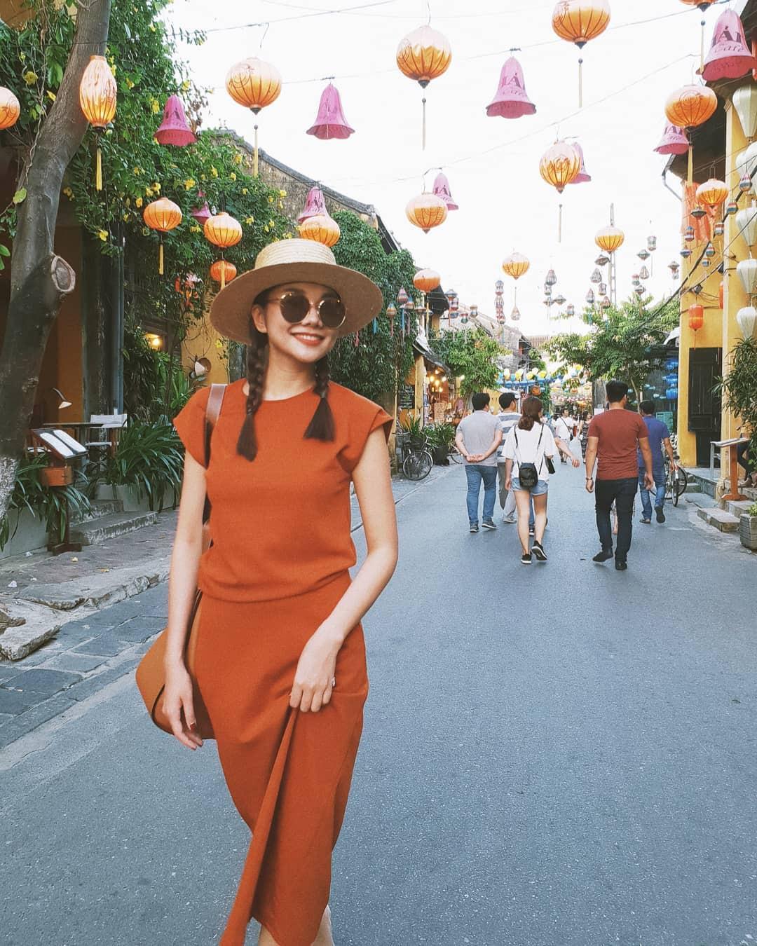 Street style sao Việt tuần này: Hà Hồ - Minh Tú đụng độ ngay thiết kế áo phông trắng giá 300 ngàn - Ảnh 5.