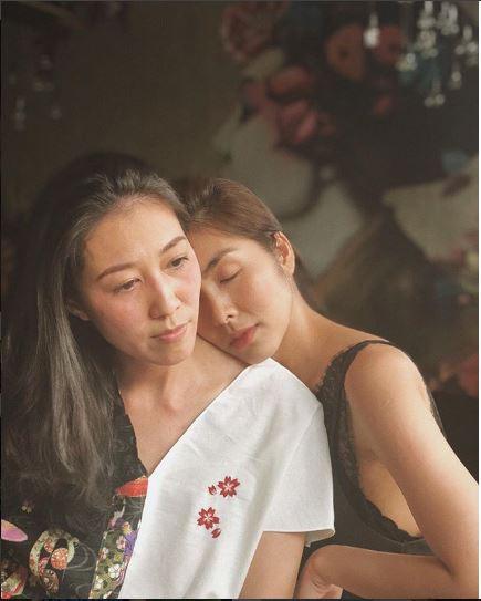 Tăng Thanh Hà chia sẻ ảnh bình yên dựa vào vợ của Phạm Anh Khoa khiến nhiều người xúc động - Ảnh 1.