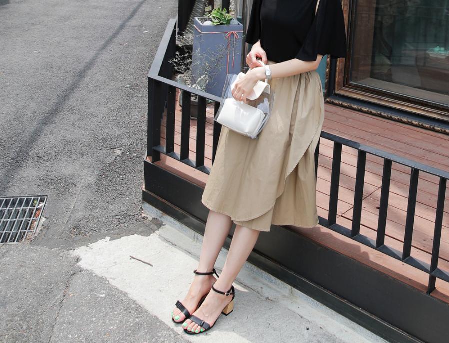 �Chân váy dài có kén dáng thế nào thì chỉ cần diện cùng 5 mẫu giày/dép này là đẹp mĩ mãn - Ảnh 1.