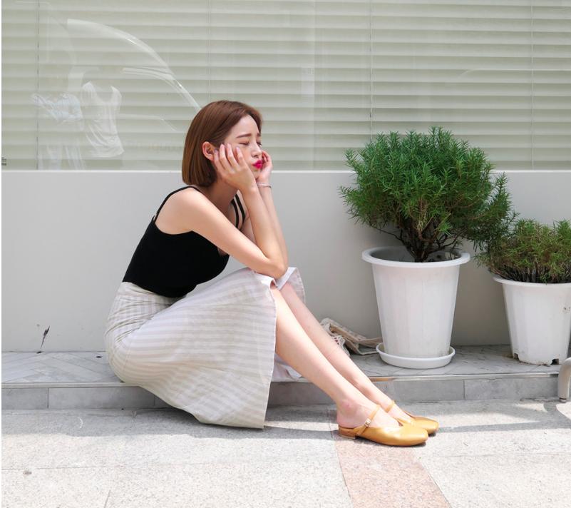 �Chân váy dài có kén dáng thế nào thì chỉ cần diện cùng 5 mẫu giày/dép này là đẹp mĩ mãn - Ảnh 5.