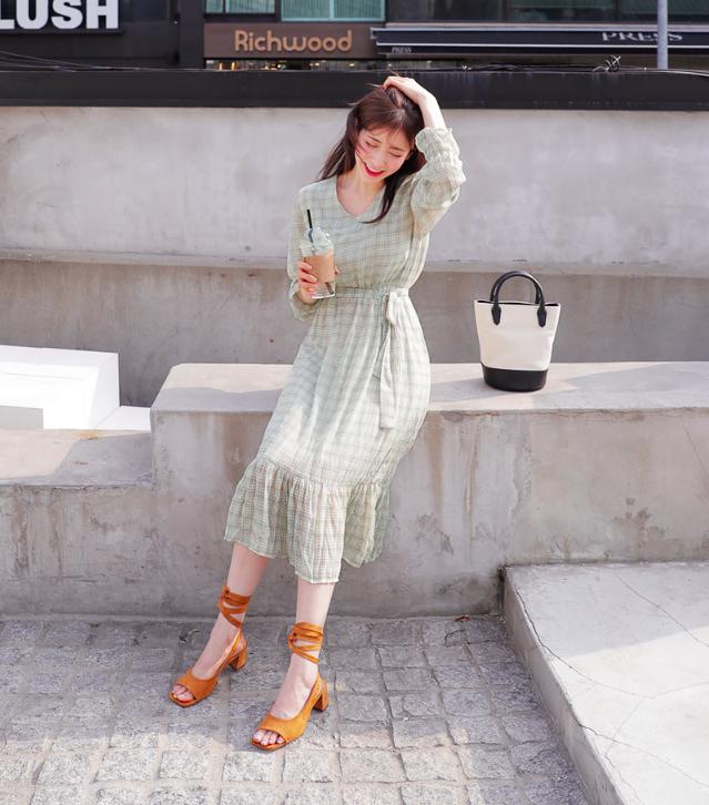 �Chân váy dài có kén dáng thế nào thì chỉ cần diện cùng 5 mẫu giày/dép này là đẹp mĩ mãn - Ảnh 14.