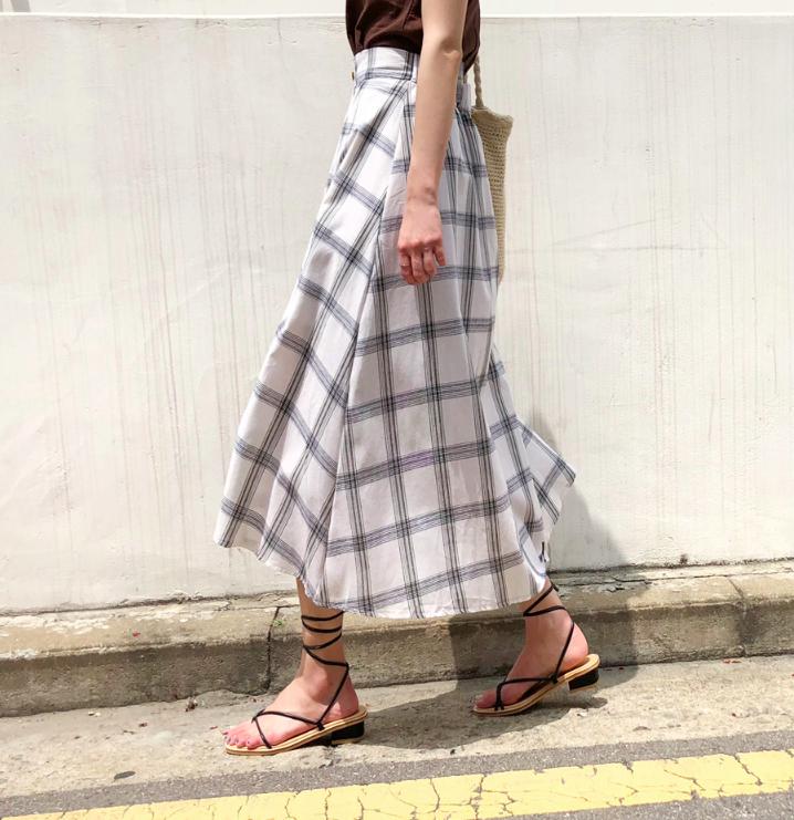 �Chân váy dài có kén dáng thế nào thì chỉ cần diện cùng 5 mẫu giày/dép này là đẹp mĩ mãn - Ảnh 16.