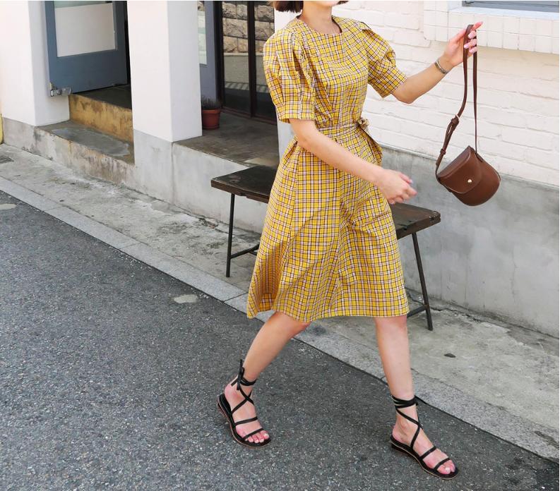 �Chân váy dài có kén dáng thế nào thì chỉ cần diện cùng 5 mẫu giày/dép này là đẹp mĩ mãn - Ảnh 17.