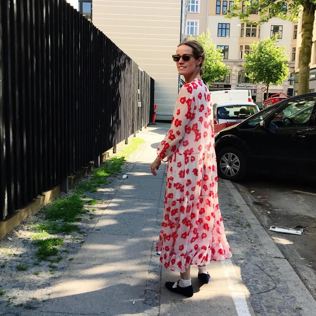 Bộ váy hoa giá cả chục triệu mà đụng hàng xuyên lục địa hết Pháp đến Ý  rồi lại Tây Ban Nha... - Ảnh 4.
