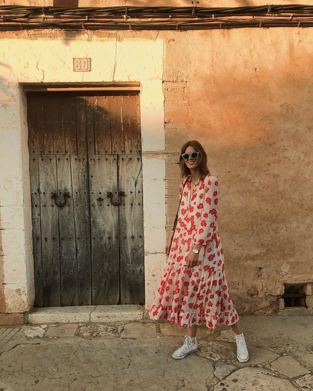 Bộ váy hoa giá cả chục triệu mà đụng hàng xuyên lục địa hết Pháp đến Ý  rồi lại Tây Ban Nha... - Ảnh 3.