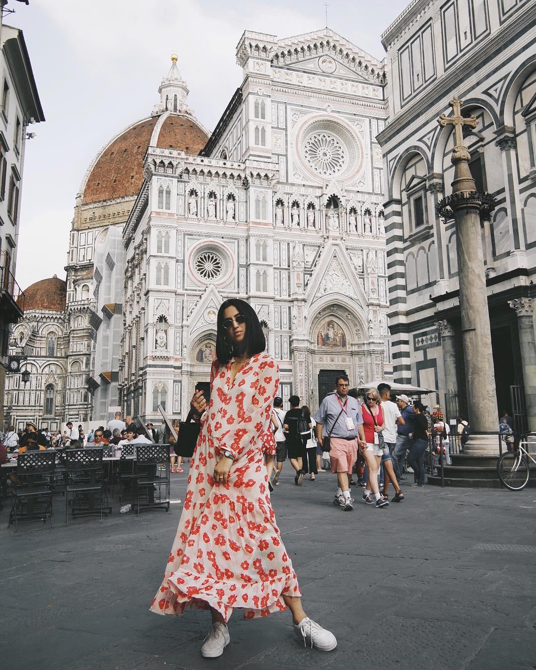 Bộ váy hoa giá cả chục triệu mà đụng hàng xuyên lục địa hết Pháp đến Ý  rồi lại Tây Ban Nha... - Ảnh 6.