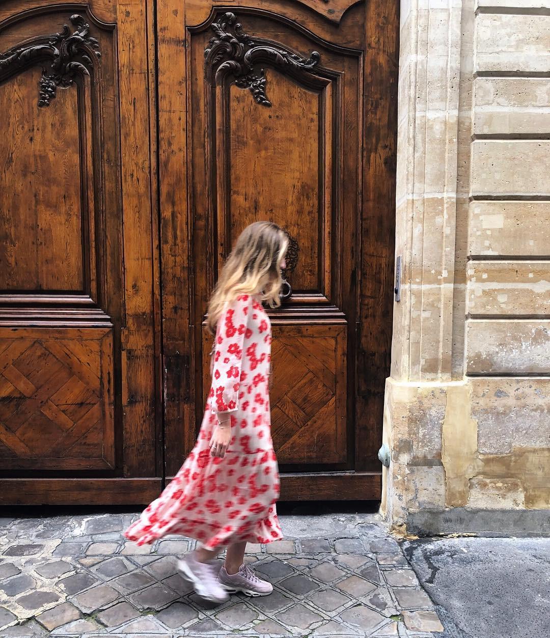 Bộ váy hoa giá cả chục triệu mà đụng hàng xuyên lục địa hết Pháp đến Ý  rồi lại Tây Ban Nha... - Ảnh 8.
