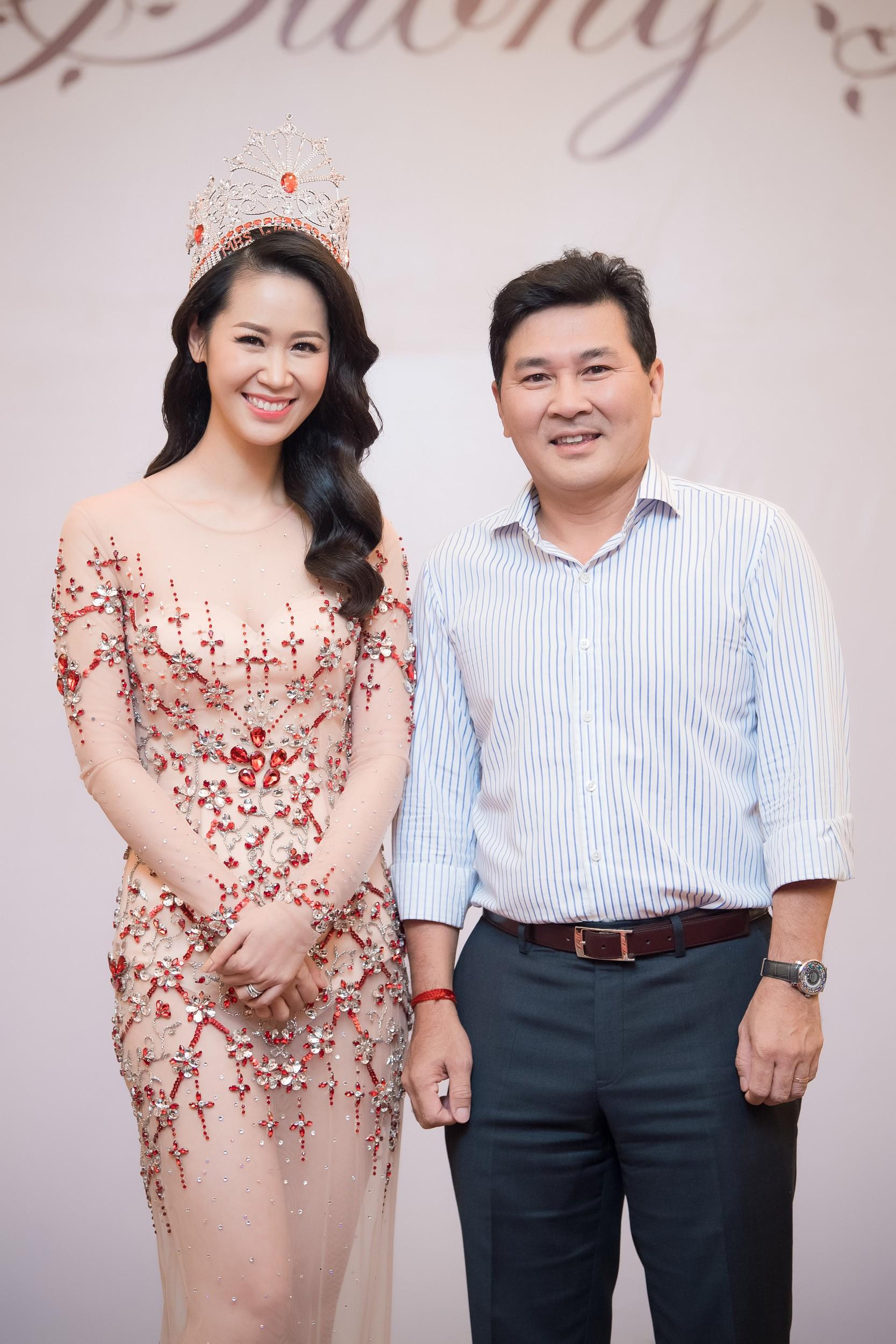 Dương Thùy Linh kể về cái ôm sau cánh gà trước khi được xướng tên Hoa hậu Quý bà toàn thế giới 2018 - Ảnh 11.