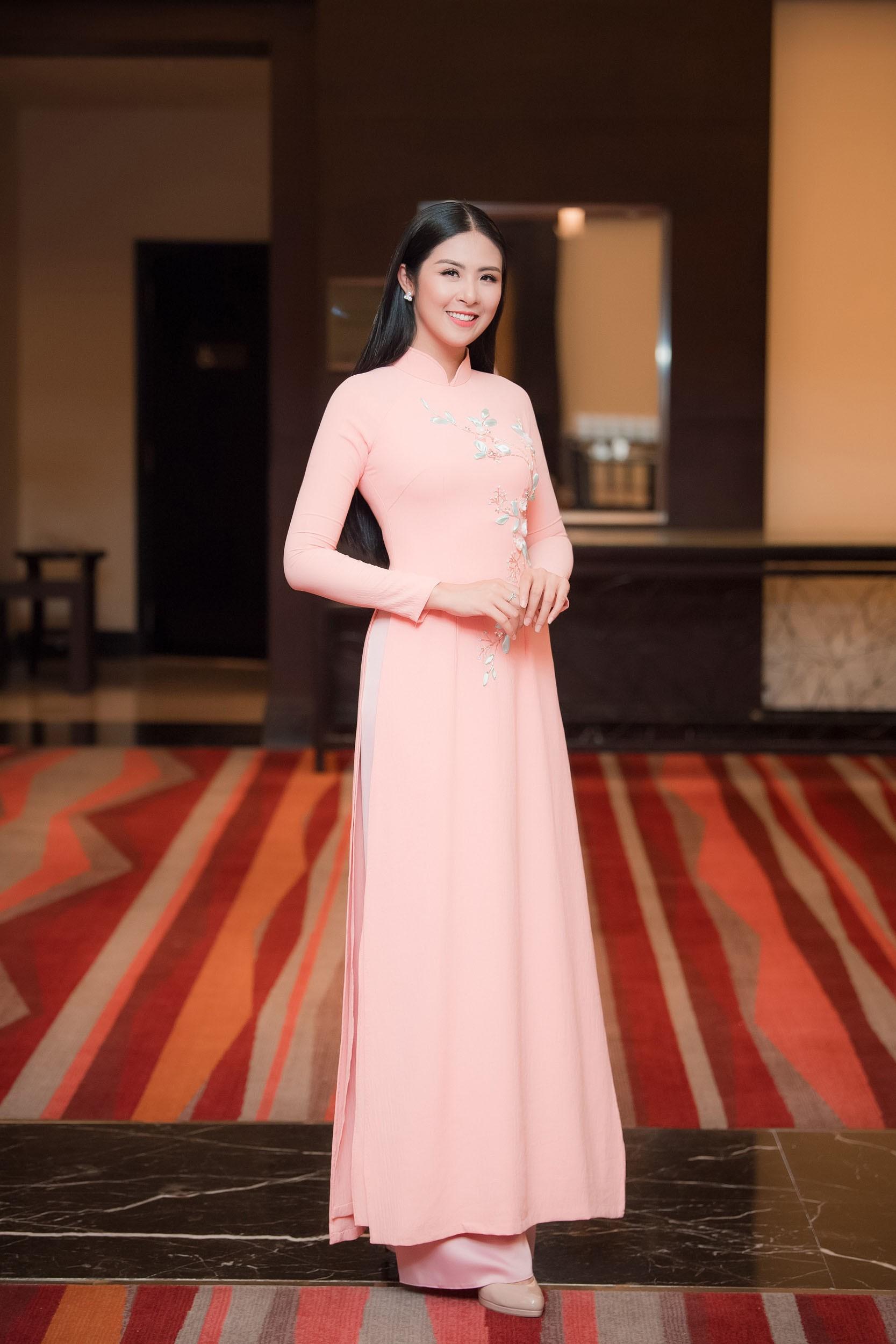 Dương Thùy Linh kể về cái ôm sau cánh gà trước khi được xướng tên Hoa hậu Quý bà toàn thế giới 2018 - Ảnh 15.
