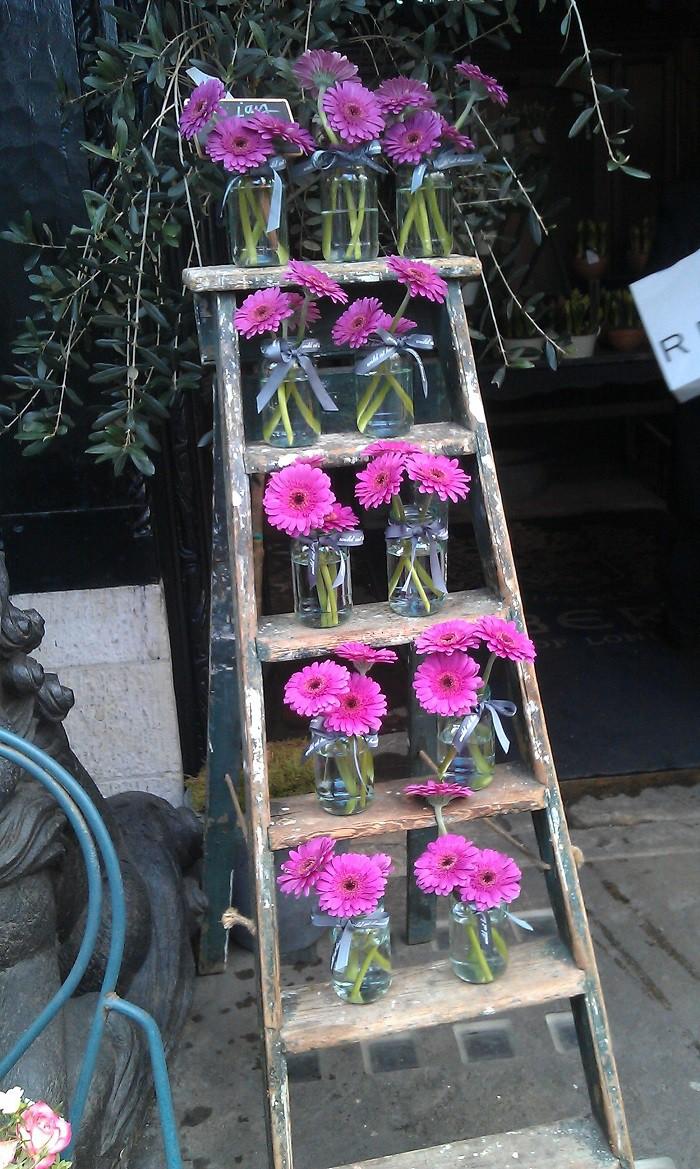 Mách 10 cách trang trí nhà với hoa tươi đảm bảo ai nhìn thấy cũng khâm phục tài khéo tay của bạn - Ảnh 3.
