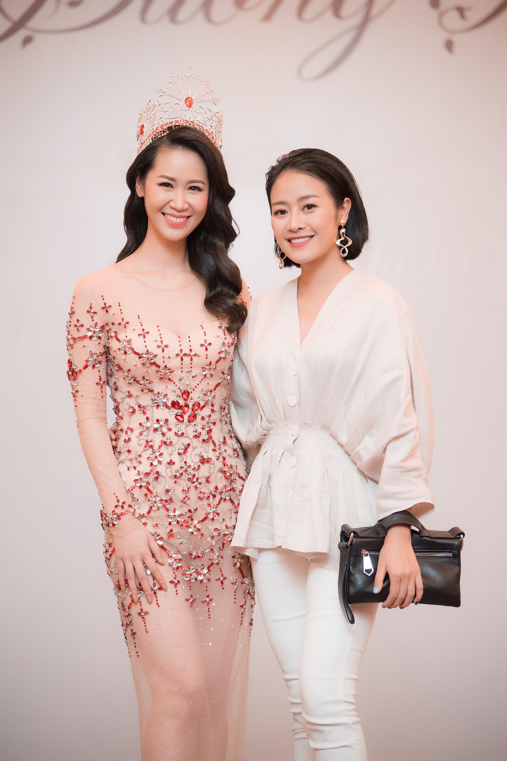 Dương Thùy Linh kể về cái ôm sau cánh gà trước khi được xướng tên Hoa hậu Quý bà toàn thế giới 2018 - Ảnh 14.