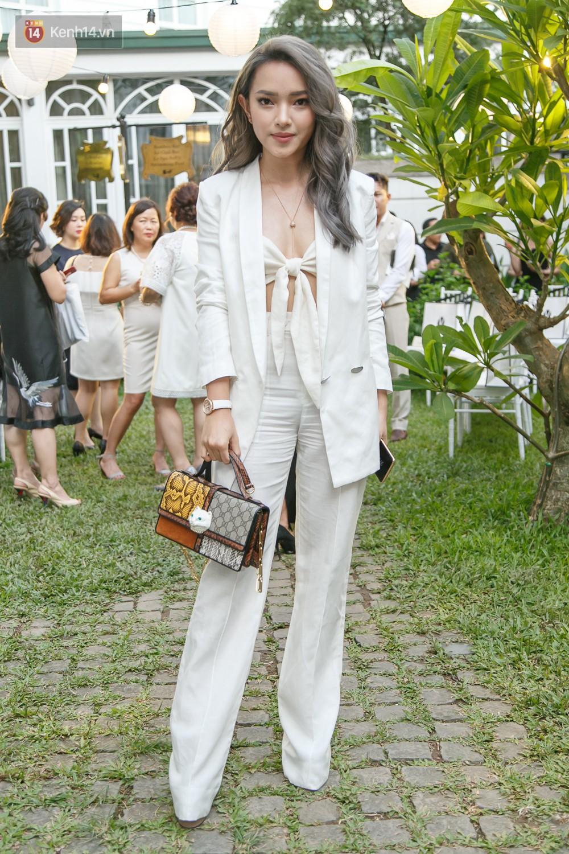 Hoa hậu Mỹ Linh mũm mĩm, Salim biến hình không thể nhận ra trên thảm đỏ của NTK Adrian Anh Tuấn - Ảnh 3.