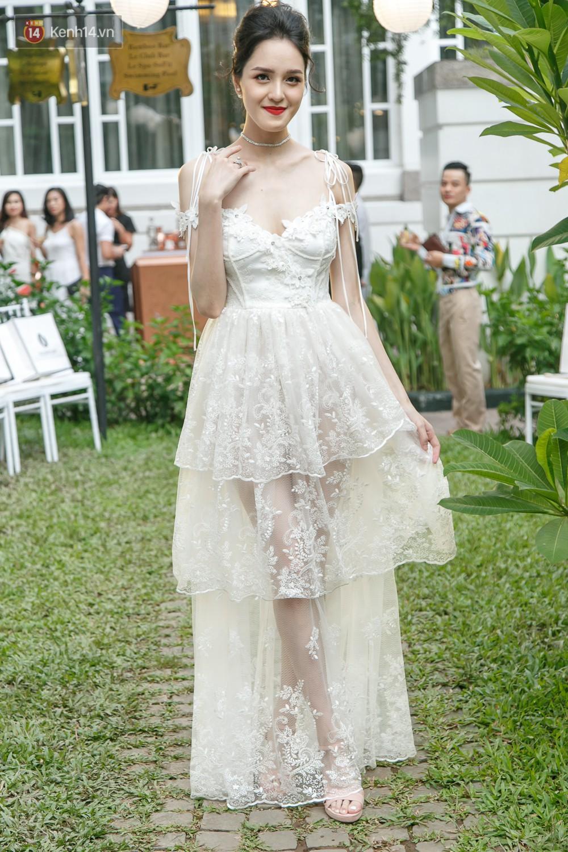 Hoa hậu Mỹ Linh mũm mĩm, Salim biến hình không thể nhận ra trên thảm đỏ của NTK Adrian Anh Tuấn - Ảnh 6.