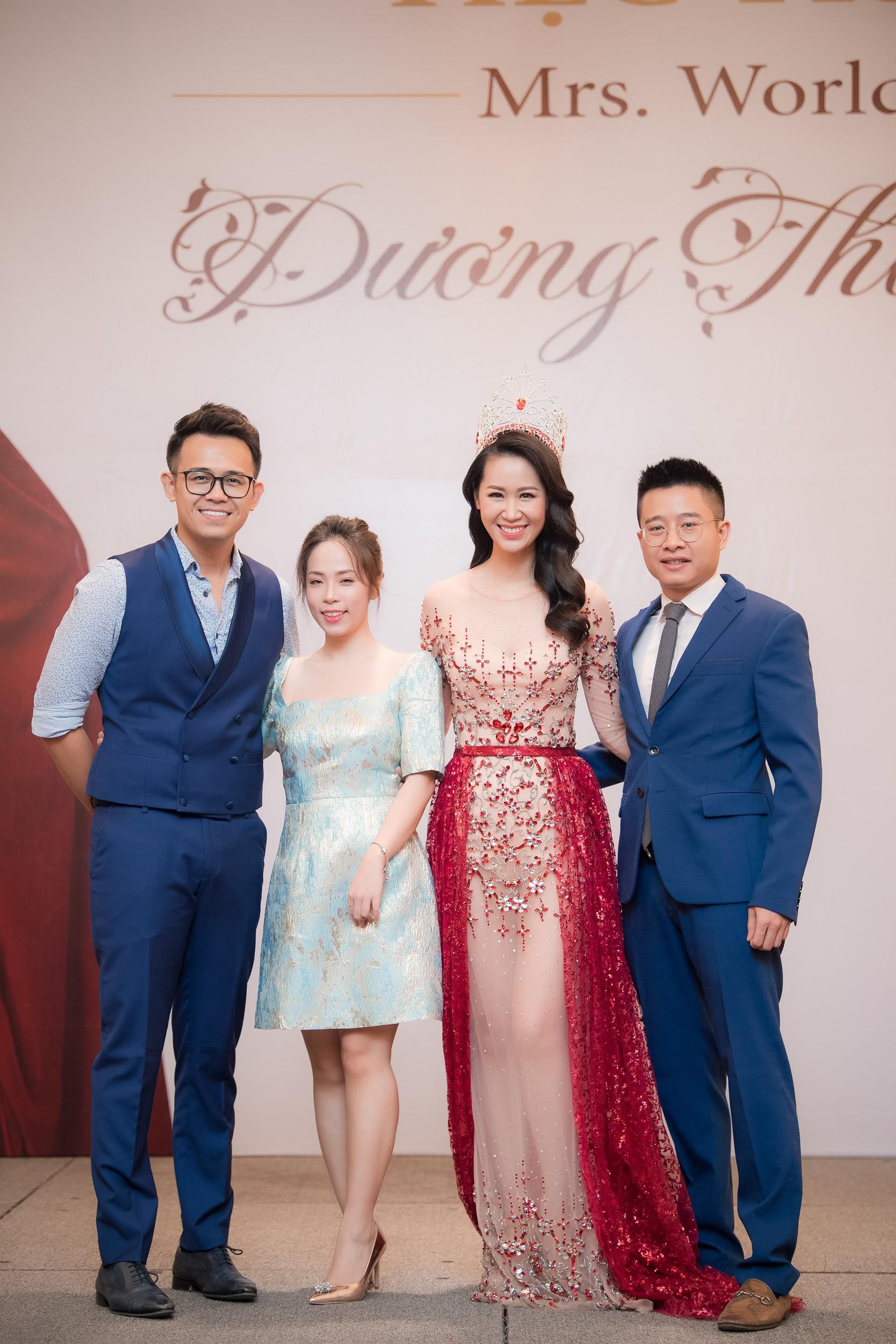 Dương Thùy Linh kể về cái ôm sau cánh gà trước khi được xướng tên Hoa hậu Quý bà toàn thế giới 2018 - Ảnh 9.