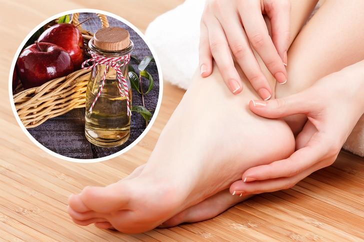 10 mẹo dưỡng da chân vừa dễ thực hiện lại hiệu quả cao, chị em hãy thử để sở hữu đôi bàn chân nuột nà - Ảnh 2.