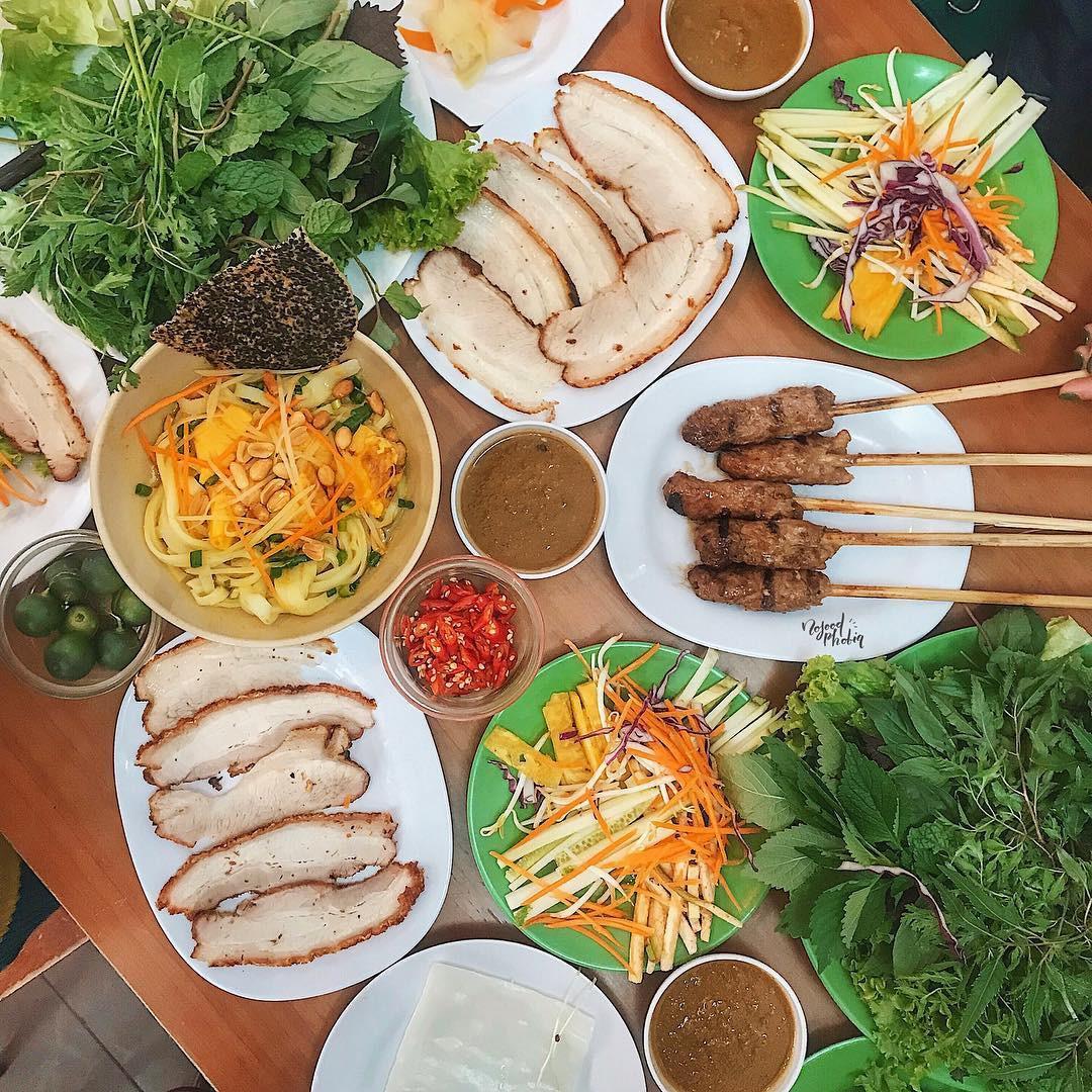4 địa chỉ bánh tráng cuốn thịt heo ngon, giá bình dân cho những ngày Hà Nội mưa nắng thất thường - Ảnh 1.