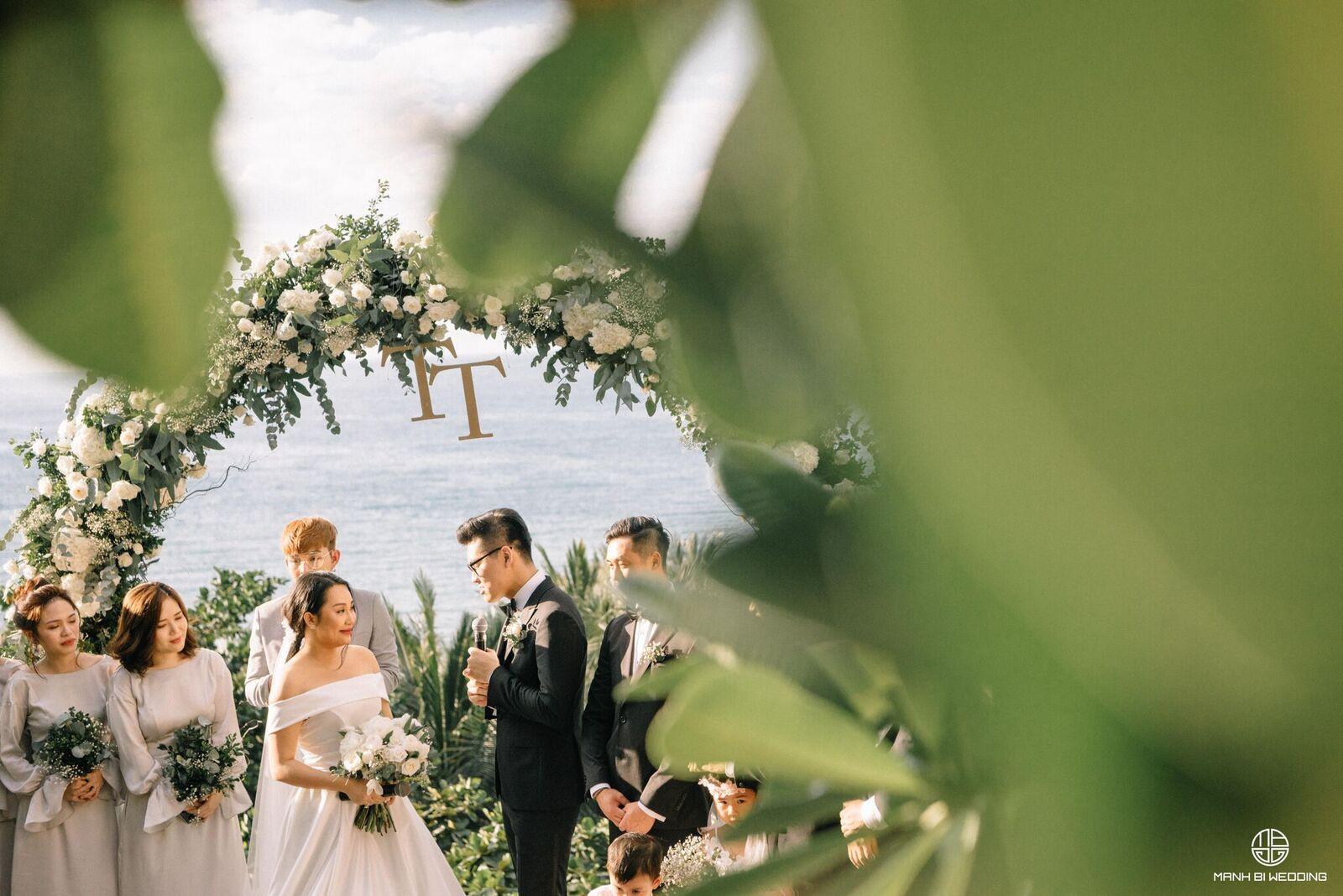 Nhà văn Gào chia sẻ nhiều thông tin thú vị về đám cưới như mơ ngay sau tiệc cưới hoành tráng trên bờ biển - Ảnh 1.