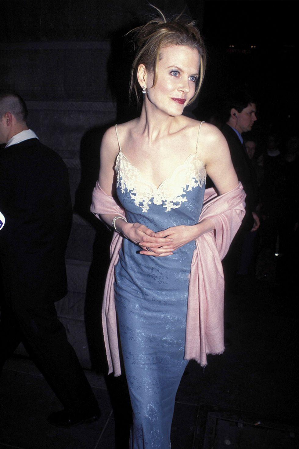 15 khoảnh khắc thời trang ấn tượng nhất những năm 90, có bộ cánh vẫn giữ nguyên tính thời thượng đến tận bây giờ - Ảnh 10.