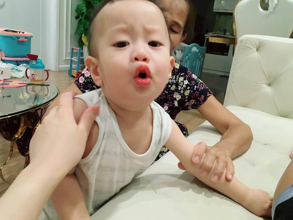 Giữa tâm bão, bà xã diễn viên Việt Anh lại tiếp tục dùng con trai để cảnh cáo - Ảnh 1.