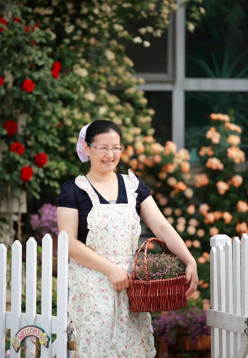 Ngôi nhà tràn ngập sắc hoa hồng ở thị trấn nhỏ của cô gái dành cả thanh xuân chỉ để trồng hoa làm đẹp nhà - Ảnh 11.
