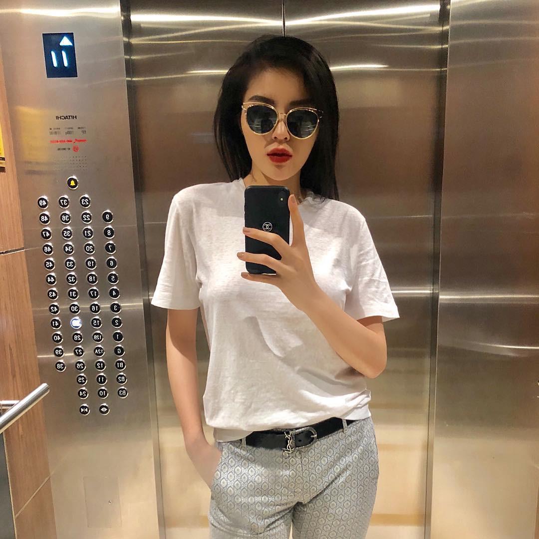 Nhìn xa tưởng bình thường, nhưng nhìn gần mới thấy được độ táo bạo của chiếc quần mà Angela Phương Trinh mặc  - Ảnh 2.