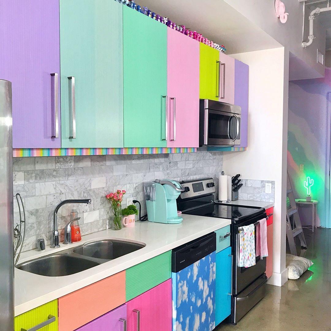 Lấy cầu vồng làm ý tưởng trang trí nhà, căn hộ nhỏ 35m² của cô gái trẻ đang gây sốt trên Instagram - Ảnh 17.