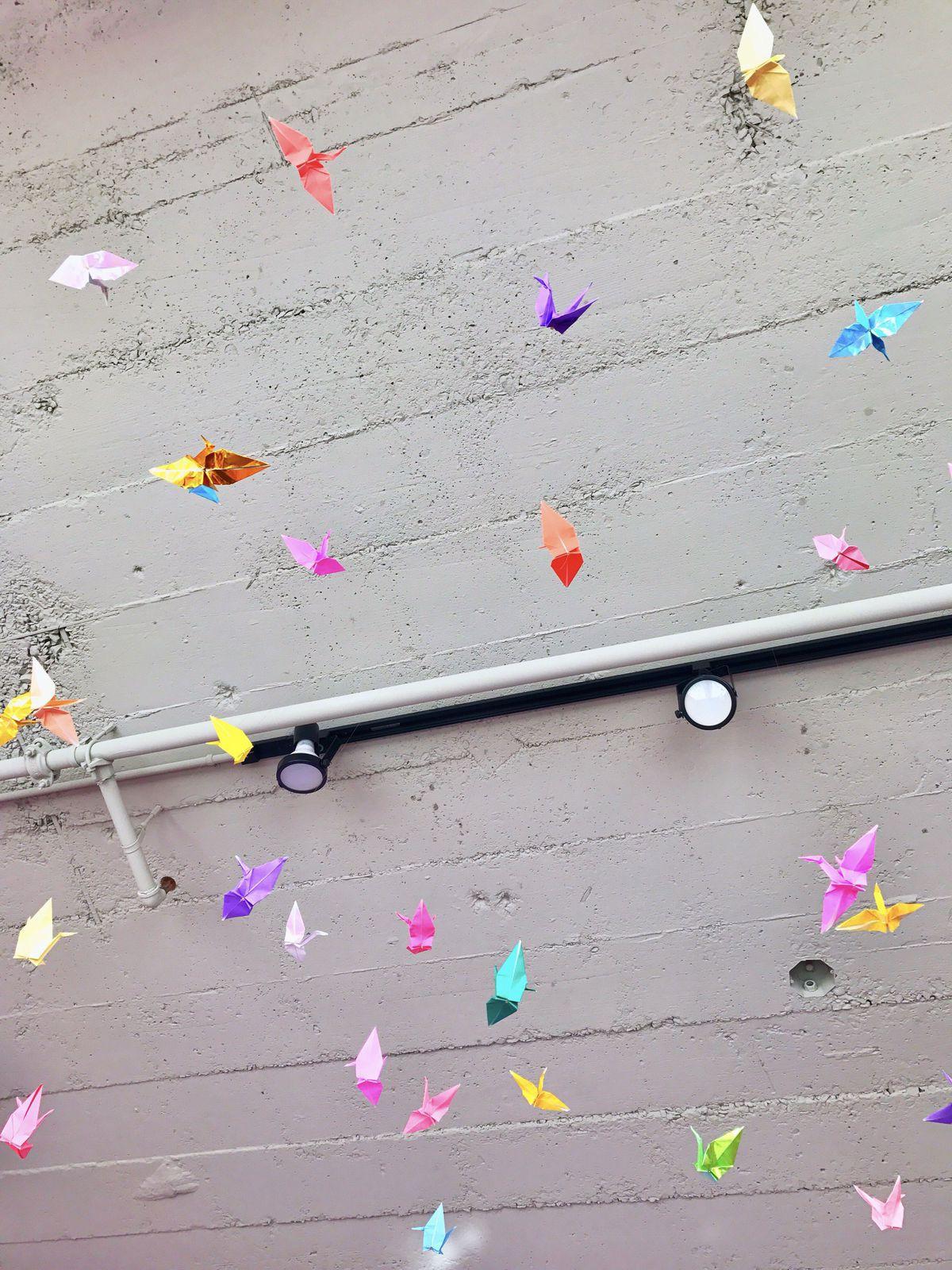 Lấy cầu vồng làm ý tưởng trang trí nhà, căn hộ nhỏ 35m² của cô gái trẻ đang gây sốt trên Instagram - Ảnh 14.