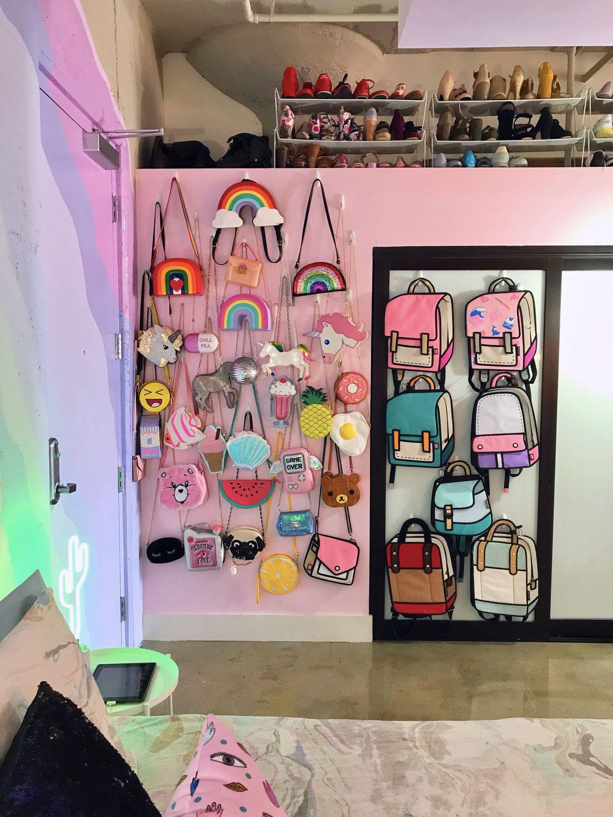 Lấy cầu vồng làm ý tưởng trang trí nhà, căn hộ nhỏ 35m² của cô gái trẻ đang gây sốt trên Instagram - Ảnh 10.