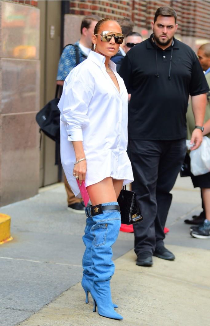 Thoạt nhìn, ai cũng tưởng Jennifer Lopez bị tụt quần trên phố nhưng hóa ra sự thật lại là... - Ảnh 4.