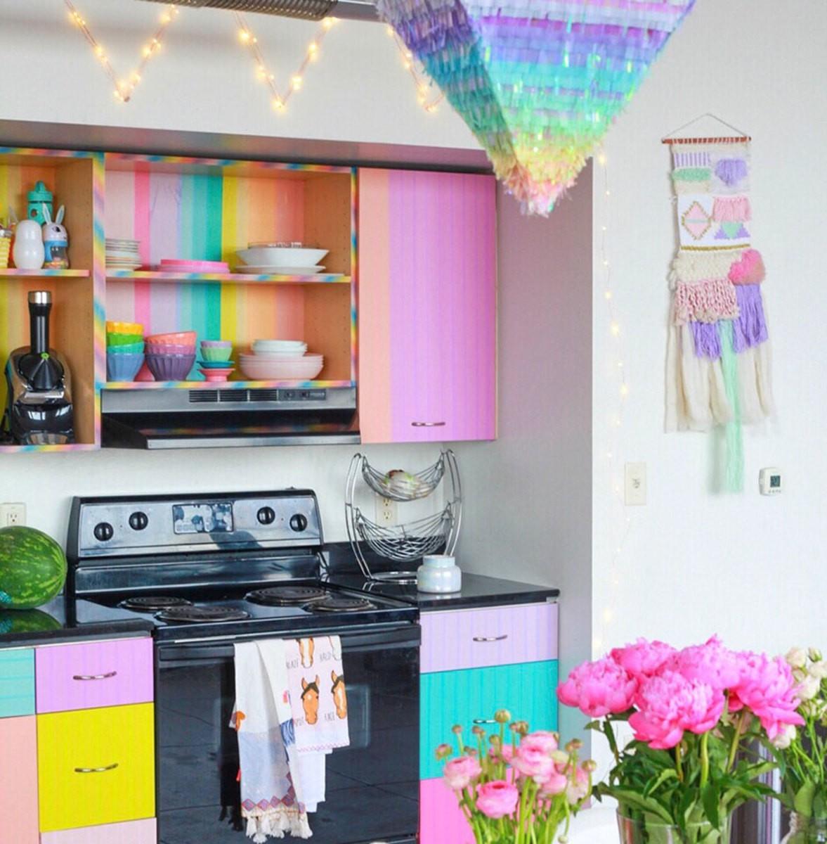 Lấy cầu vồng làm ý tưởng trang trí nhà, căn hộ nhỏ 35m² của cô gái trẻ đang gây sốt trên Instagram - Ảnh 16.