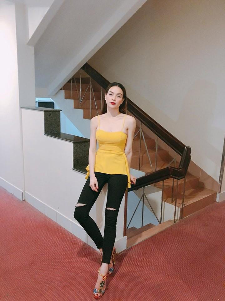 Nhìn xa tưởng bình thường, nhưng nhìn gần mới thấy được độ táo bạo của chiếc quần mà Angela Phương Trinh mặc  - Ảnh 8.