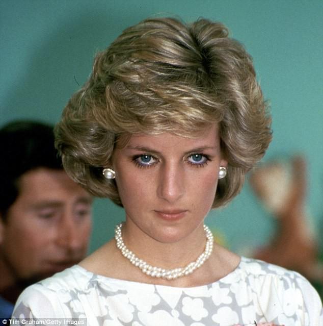 5 lần tự sát không thành của Công nương Diana, ngay cả khi đang mang thai và thái độ dửng dưng của Thái tử Charles - Ảnh 4.
