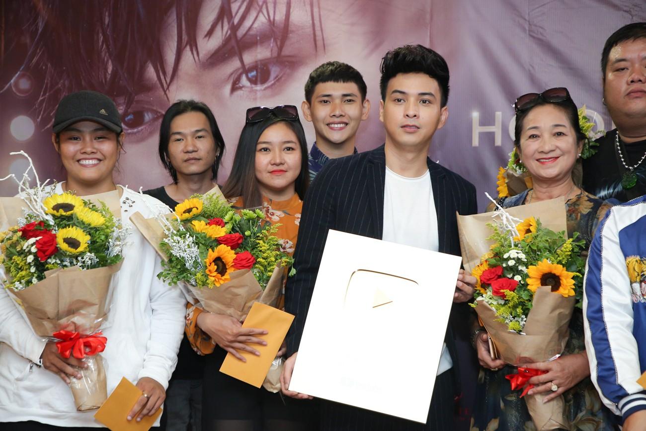 Làm giang hồ sau khi chia tay Bảo Anh, Hồ Quang Hiếu nhận ngay nút vàng YouTube - Ảnh 4.