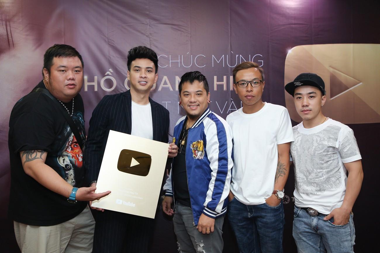 Làm giang hồ sau khi chia tay Bảo Anh, Hồ Quang Hiếu nhận ngay nút vàng YouTube - Ảnh 5.