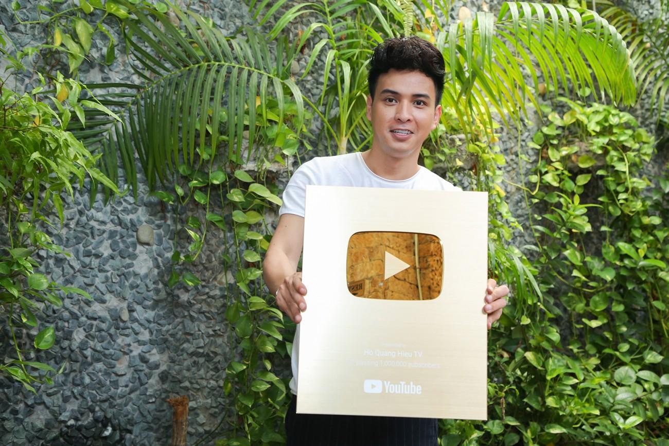 Làm giang hồ sau khi chia tay Bảo Anh, Hồ Quang Hiếu nhận ngay nút vàng YouTube - Ảnh 1.