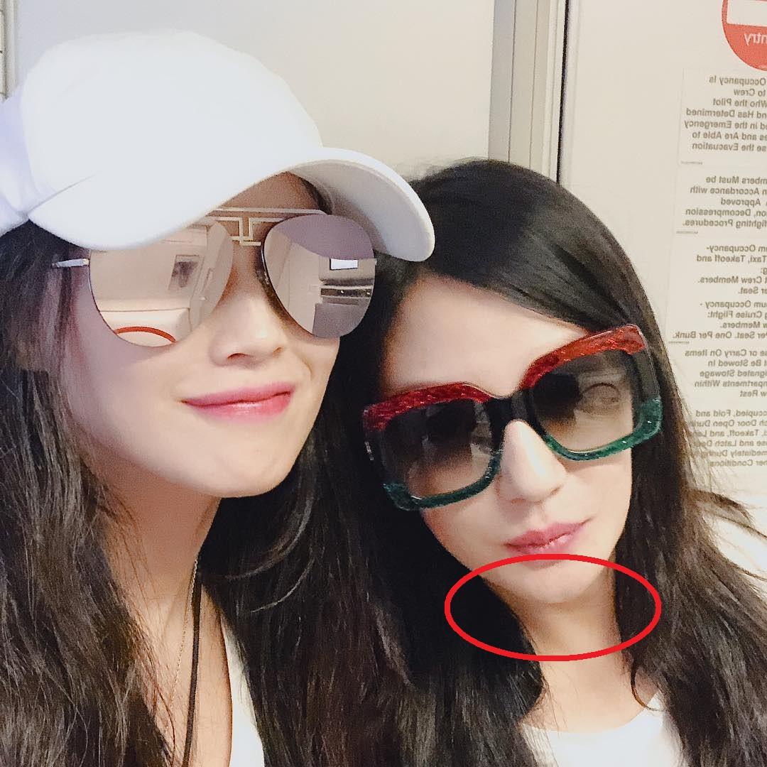 Ảnh đã chỉnh sửa thì đẹp lung linh, nhưng hình selfie của Triệu Vy lại già hơn hẳn Thư Kỳ chỉ vì lý do này - Ảnh 4.