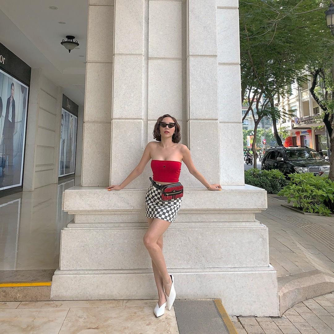 Nhìn xa tưởng bình thường, nhưng nhìn gần mới thấy được độ táo bạo của chiếc quần mà Angela Phương Trinh mặc  - Ảnh 5.