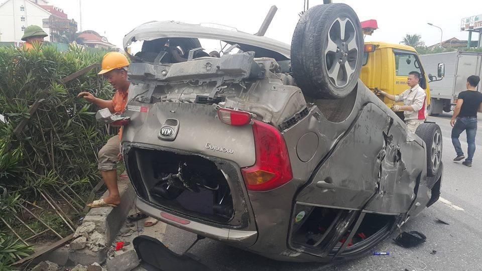 Bị container hất bay, 5 người trên xe con may mắn thoát chết - Ảnh 5.