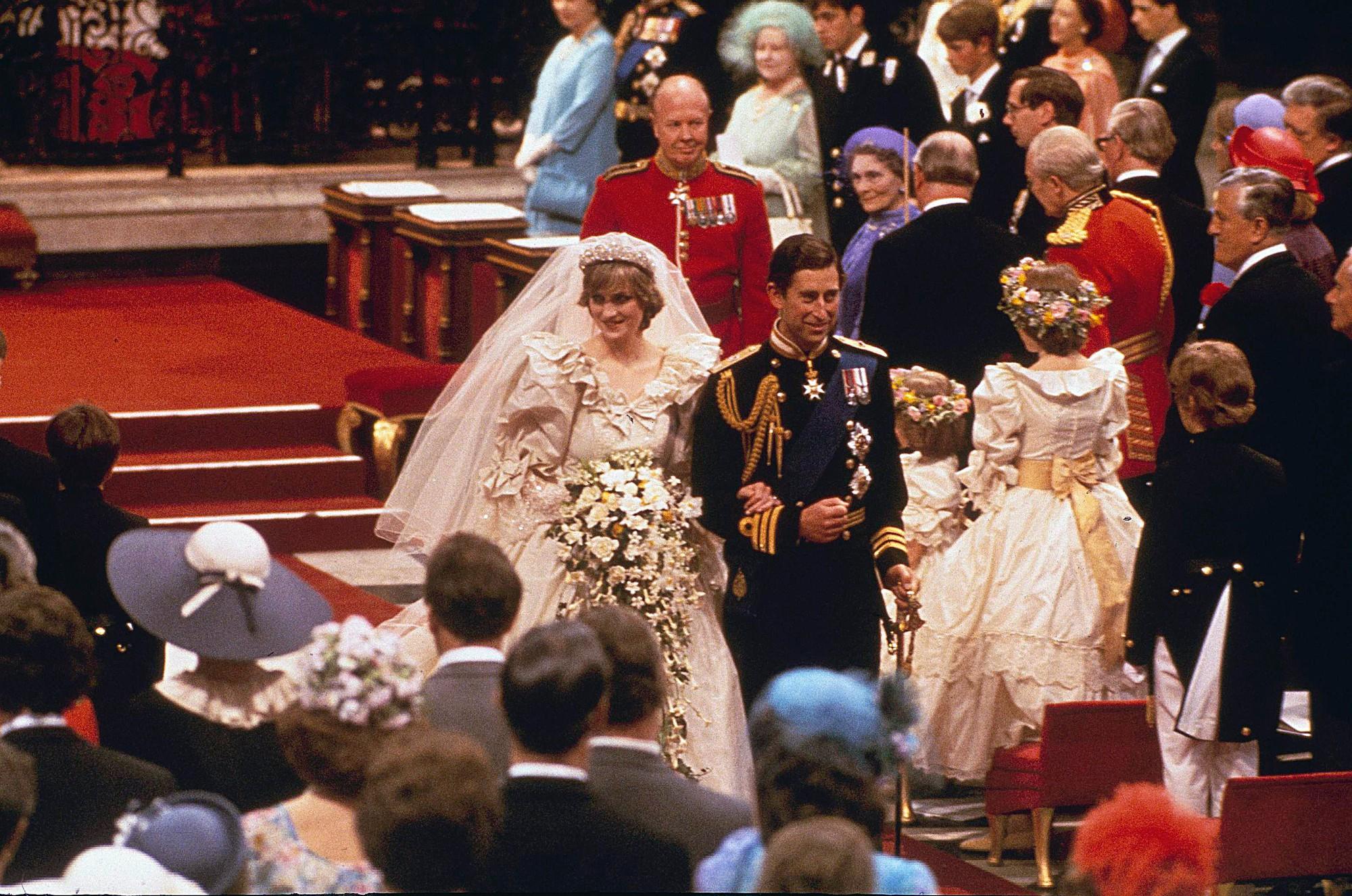 5 lần tự sát không thành của Công nương Diana, ngay cả khi đang mang thai và thái độ dửng dưng của Thái tử Charles - Ảnh 1.