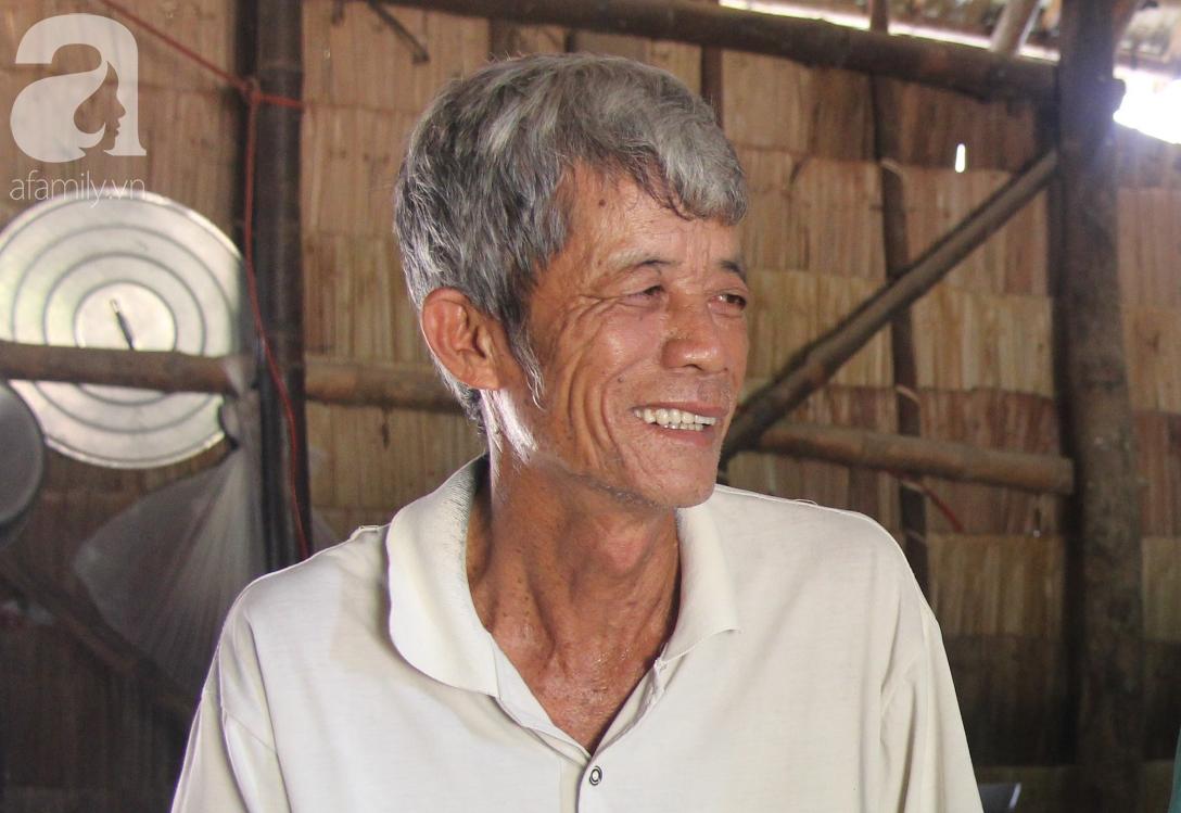 Vợ chồng già cắt cỏ thuê nuôi 4 người con tâm thần: Nhờ mọi người giúp đỡ, con tôi không còn nhịn đói nữa - Ảnh 9.