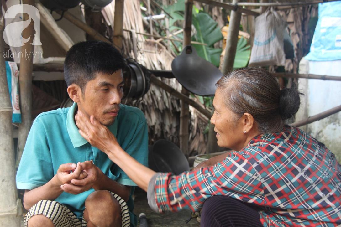 Vợ chồng già cắt cỏ thuê nuôi 4 người con tâm thần: Nhờ mọi người giúp đỡ, con tôi không còn nhịn đói nữa - Ảnh 6.