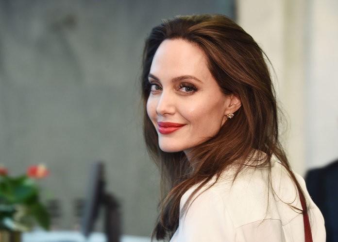 Để theo đuổi đại chiến ly hôn với Brad Pitt, Angelina Jolie sẵn sàng làm điều này  - Ảnh 2.