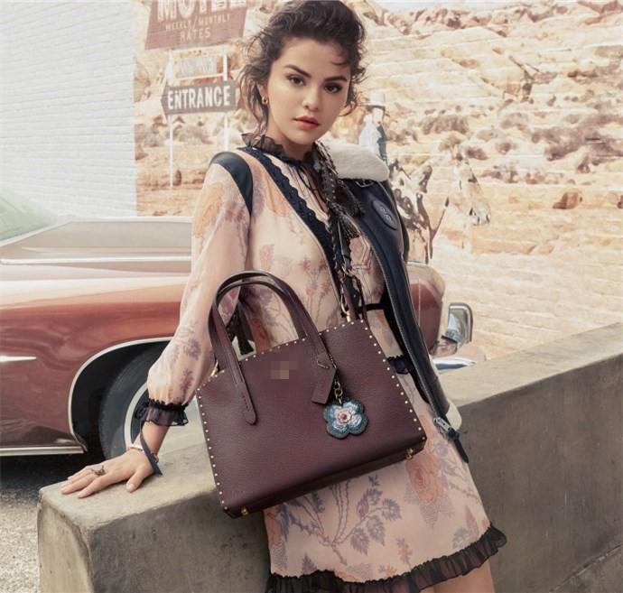 Hãy nhìn Selena Gomez cứ xinh đẹp và quyến rũ hơn từng ngày để biết rằng người yêu cũ lấy vợ thì cũng chẳng làm sao  - Ảnh 5.