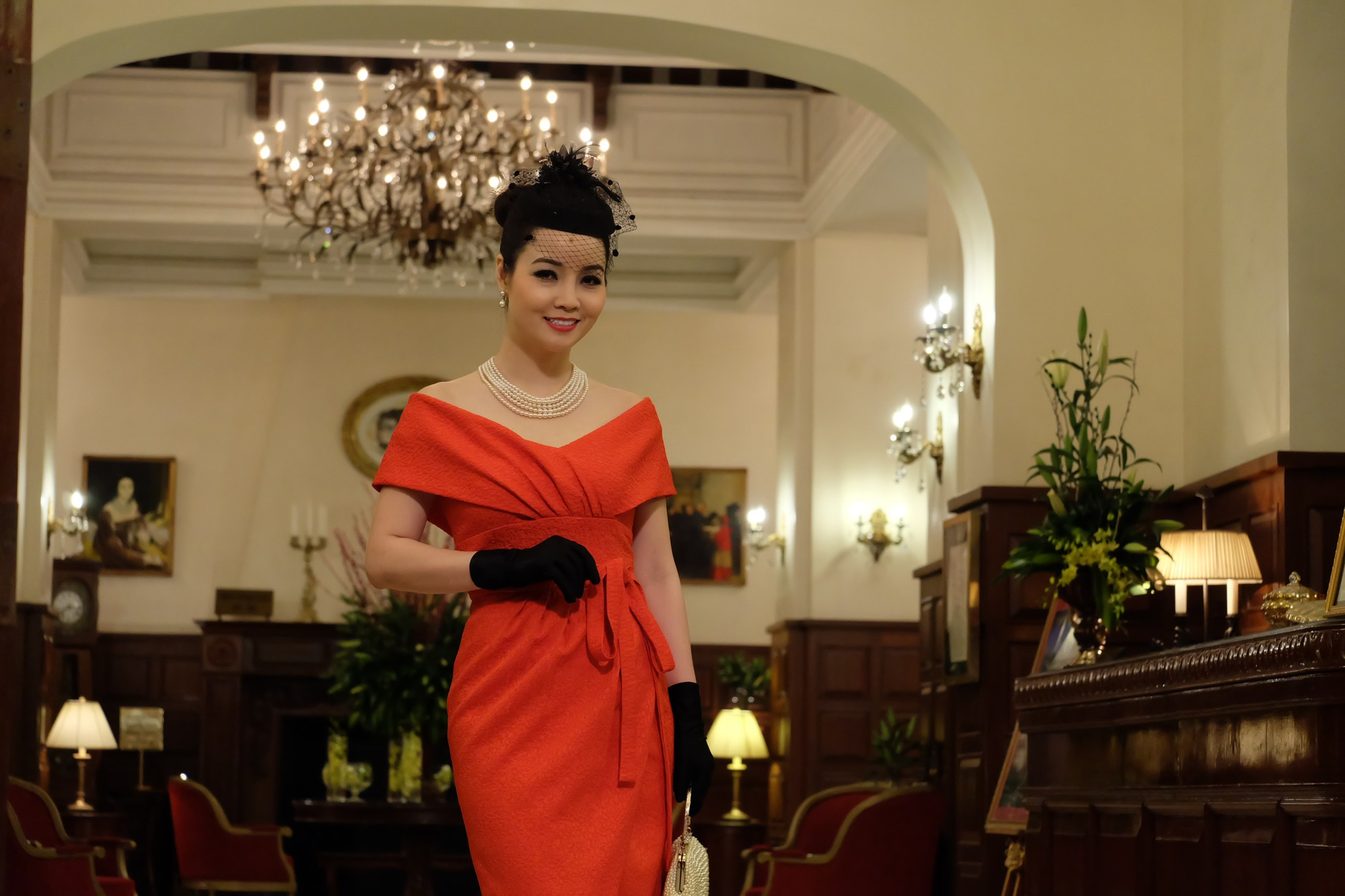 Thúy Hạnh bị chồng hành hung, Mai Thu Huyền chi tiền khủng mua quần áo  - Ảnh 9.
