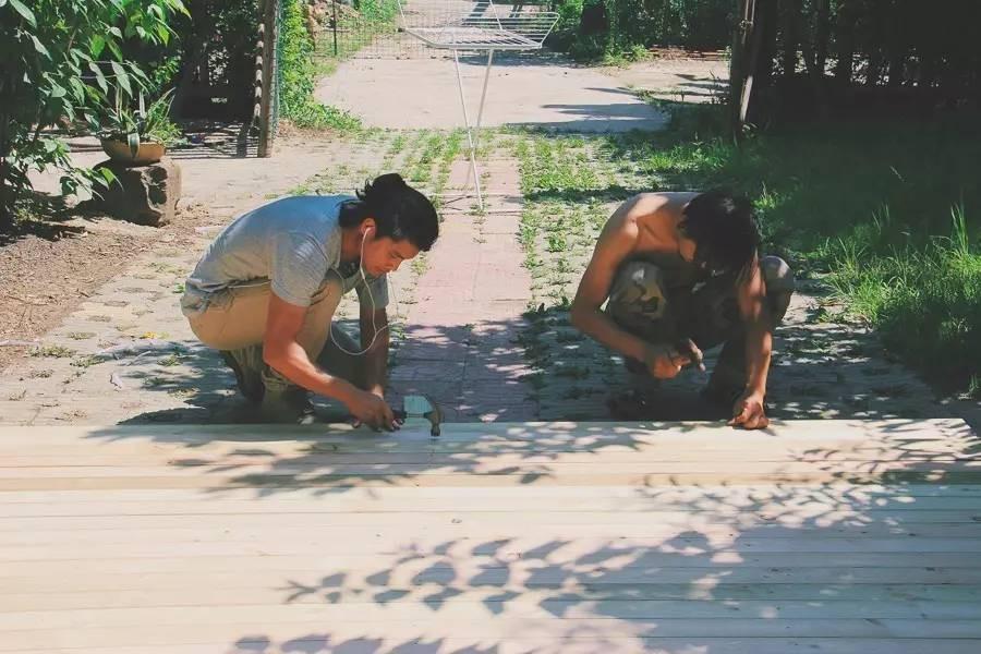 Với 33 triệu đồng, hai chàng trai trẻ đã tự tay xây ngôi nhà nhỏ đẹp lãng mạn giữa rừng tre trúc - Ảnh 4.